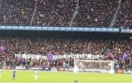 Tấm băng rôn khiến CĐV Barca xấu hổ trong trận derby xứ Catalan