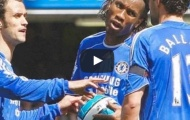 Didier Drogba tranh đá penalty với Michael Ballack vs Man United