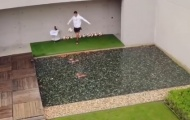 Ronaldo trổ tài sút rụng flycam