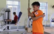 Hậu vệ tuyển Việt Nam lo lắng vì tăng cân sau phẫu thuật