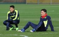Chùm ảnh: Oezil và Sanchez tươi rói, Arsenal miệt mài trước đại chiến