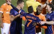 Trọng tài dùng công nghệ đuổi David Villa