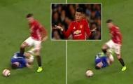 Đạp THÔ BẠO Hazard, sao Man Utd nguy cơ bị phạt
