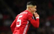 Dân mạng phát sốt khi Mourinho đưa chuối cho Rojo ăn ngay trong trận đấu