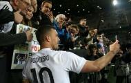 Người hùng Podolski nói gì trong ngày chia tay cảm xúc?
