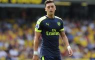 Oezil cảm giác mình giống 'bia đỡ đạn' ở Arsenal