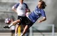 Sân tập đìu hiu, Varane rủ Modric đua tốc độ