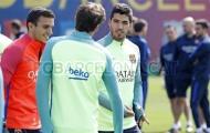 Vắng Messi và Neymar, Suarez lẻ loi trong buổi tập của Barcelona