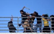 Bạo loạn kinh hoàng trong trận CK Cúp Quốc gia Hy Lạp