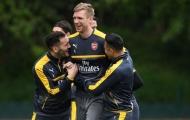 Dàn sao Arsenal đầy tinh nghịch trên sân tập trước trận gặp Stoke
