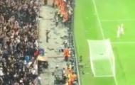 CĐV Ajax đập vỡ ghế, ném vào cầu thủ nhà sau trận thua MU