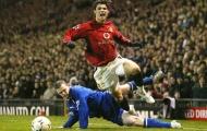 Rooney từng khiến Ronaldo ngã sấp mặt như thế này