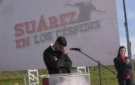 Luis Suarez 'gạt đi nước mắt' trong ngày về đầy xúc động