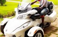 Adebayor khoe những mẫu xe độc nhất vô nhị