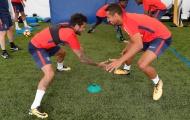 Alves 'dính như sam' với Marquinhos trong ngày đầu tập luyện ở PSG