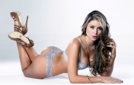 Paola Canas - người mẫu thoát y khoe eo thon quyến rũ