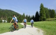 Dàn sao Lazio đạp xe giữa vùng rừng núi hoang vu
