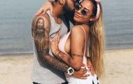 Em gái Neymar tình tứ cùng 'sao xịt' Inter bên bờ biển