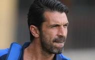 Buffon xuất hiện như nam thần trên sân tập Italia