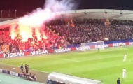 SỐC: CĐV Spartak Moscow bắn trọng tài ở Champions League