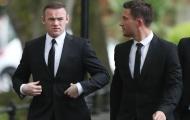 Rooney diện vest chỉnh tề dự tang lễ huyền thoại Newcastle
