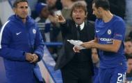 Conte trao 'thư tay' cho học trò trong đêm giông bão