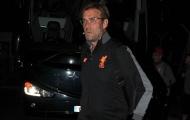 Dàn sao Liverpool trở lại Anh khi trời còn tối om