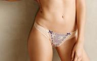 Loạt ảnh bikini ấn tượng của siêu mẫu Bridget Malcolm