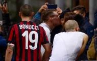 Con trai Bonucci sung sướng khi nhận áo từ 'đối thủ' của cha