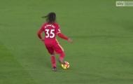 HLV Swansea 'cạn lời' khi Renato Sanches chuyền siêu tệ
