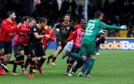 Ngược dòng không tưởng, CLB tệ nhất châu Âu khiến Milan ôm hận