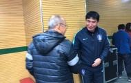 HLV U23 Hàn Quốc lễ phép với 'đàn anh' Park Hang Seo