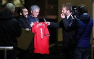 Mourinho ngớ người khi bị gài kí vào áo đấu M.U có tên Antonio Conte