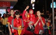Fan nữ Hà Thành đầu trần ăn mừng chiến tích U23 Việt Nam