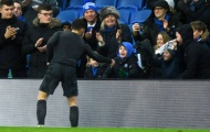 Hành quân tới Brighton, Hazard ghi điểm cả trong lẫn ngoài sân bóng