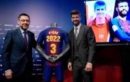 Pique rạng rỡ trong ngày công bố hợp đồng mới với Barcelona