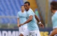 Lazio suýt thua, Nani đánh nhau với CĐV tại sân bay