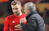 Shaw đáp trả sau khi bị Mourinho đày đọa