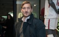 Totti tái ngộ dàn sao Roma trong ngày khai trương cửa hàng mới của Bầy Sói