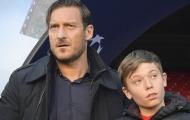Huyền thoại Totti dẫn theo con trai đến Nou Camp tiếp sức Roma