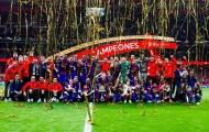 Dàn sao Barcelona 'quẩy' tưng bừng mừng ngôi vô địch