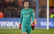 Barca hét giá 60 triệu euro cho thủ môn dự bị, Liverpool chùn tay