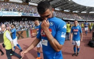 Gần như hết cửa vô địch, dàn sao Napoli cúi đầu tri ân NHM