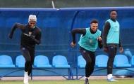 Hạ Colombia, tuyển Anh hưng phấn tập luyện mặc cơn mưa rào