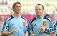 Iniesta và Torres sẽ chạm trán nhau vào tháng 11