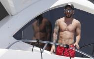 Messi diện quần đùi đỏ cực nổi trên du thuyền