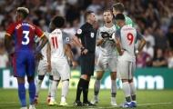 Trọng tài Oliver gây SỐC với một pha bóng trong trận Palace 0-2 Liverpool