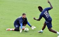 Vừa trở lại tuyển Ý, Balotelli đã thử tài 'tiểu Buffon'