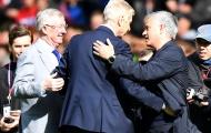 Mourinho bị fan Chelsea so sánh với Wenger vì tai nạn hy hữu