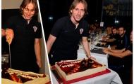 Tập trung cùng tuyển, đội trưởng Modric nhận quà khủng